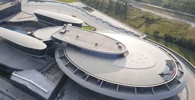 مليونير يشيد مقر شركته على شكل مركبة فضائية