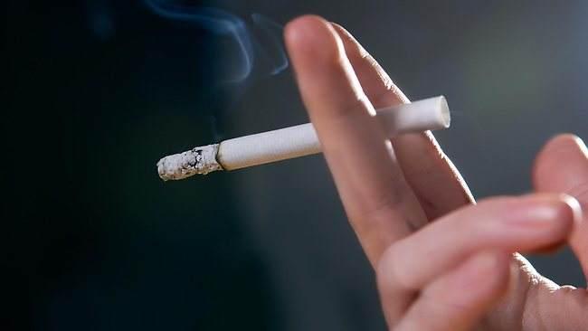 المغاربة يدخّنون سجائر مجهولة المصدر ومنتهية الصلاحية