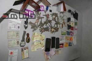 المحجوزات التي عثر عليها لدى المتهمين بسرقة شقق