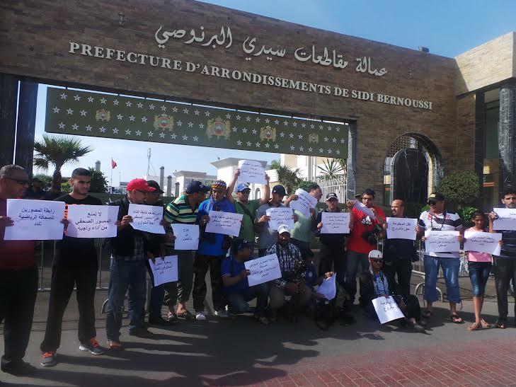 فيديو: تعنيف مصورين صحافيين غاضبين بعد الاعتداء على زميلهم