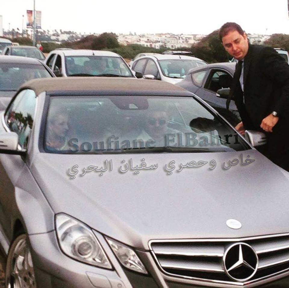 الملك محمد السادس يتجول في شاطئ عين الذئاب