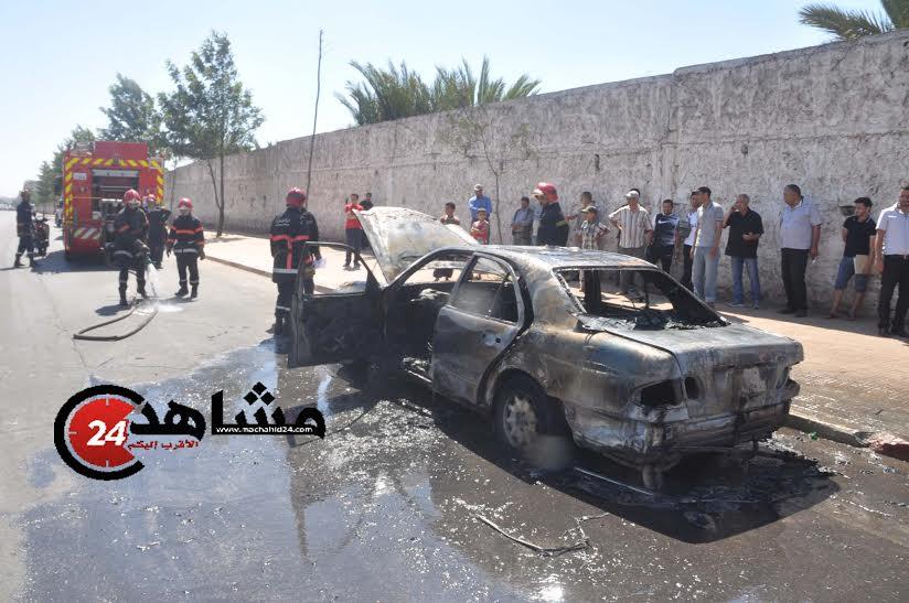 اندلاع النيران داخل إحدى السيارات وهروب سائقها