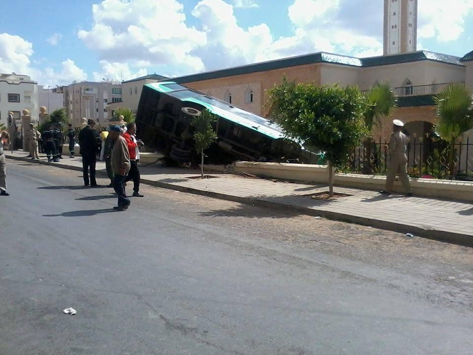 انقلاب حافلة في القنيطرة يخلّف أربعين جريحا