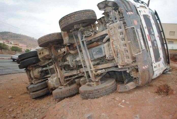انقلاب شاحنة يودي بحياة شخصين في الطريق السيار مراكش أكادير