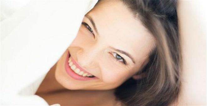 10 حيل تجميلية لإخفاء آثار قلة النوم على وجهك