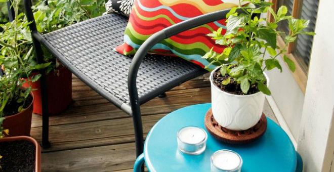 9 أفكار مبتكرة لديكور فناء المنزل الضيق