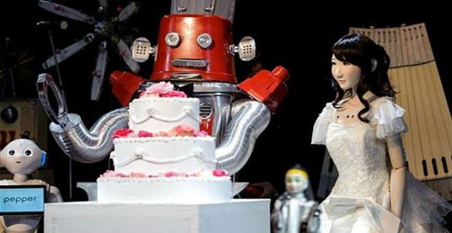 بالصور: أول زفاف للروبوتات في اليابان
