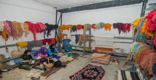 زرابي أزلغ الأمازيغية..احتفالية قبائلية لغزل الصوف في المغرب