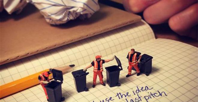 بالصور: هموم الموظفين في لقطات طريفة