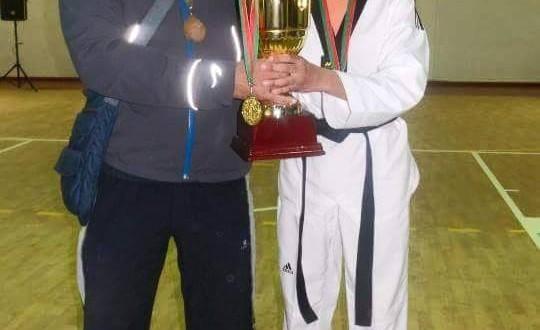 مصطفى العمراني رفقة ابنته فدوى بطلة إفريقيا