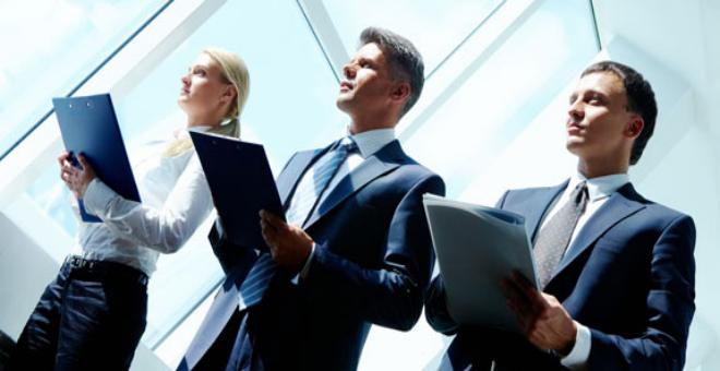 دراسة تنصح بعمل الموظفين واقفين ساعتين يوميا