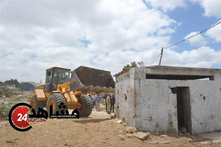 عاجل: هدم المراحيض الجماعية لدور الصفيح في سيدي عثمان