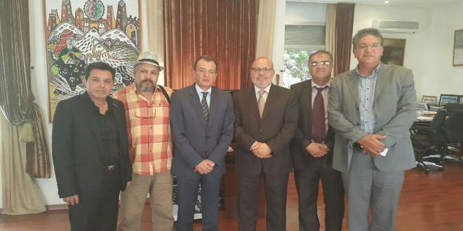 وزير الثقافة يتوسط وفد التعاضدية الوطنية للفنانين