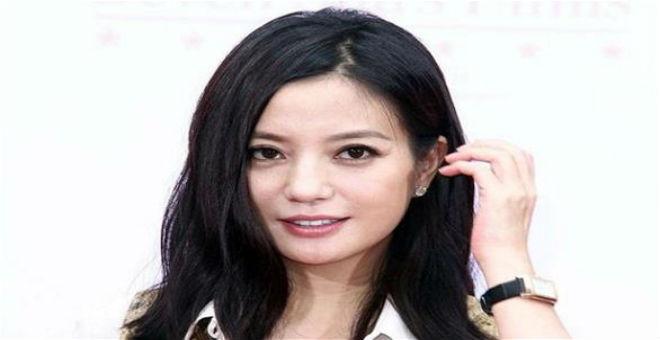 صيني يقاضي ممثلة لأنه انزعج من نظرتها