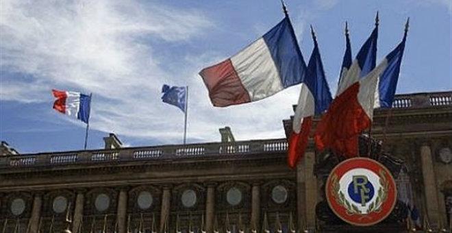 فرنسا تعزز عسكريا بعثة الأمم المتحدة في مالي