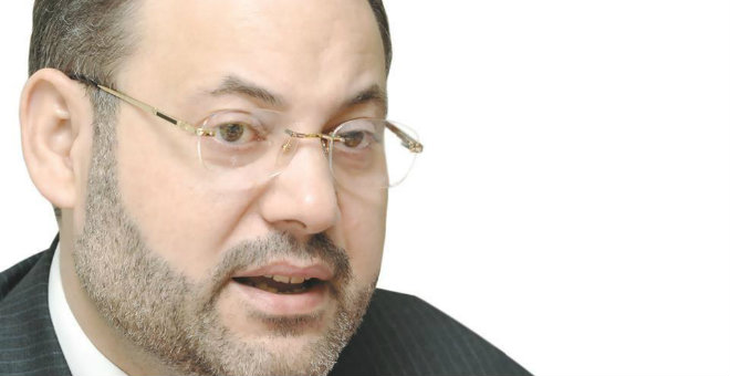 موكل أحمد منصور ينفي أي تدخل للأنتربول في اعتقال موكله