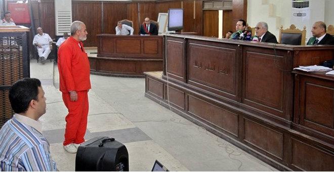 مرشد الإخوان يدعو من سجنه إلى نبذ العنف