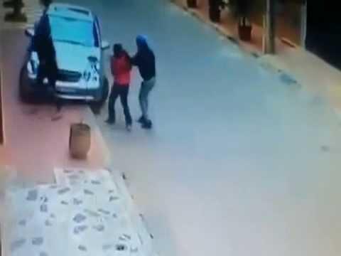 فيديو...أشهر اللص سيفا لسرقة الزوجة فتركته وفرت هاربة