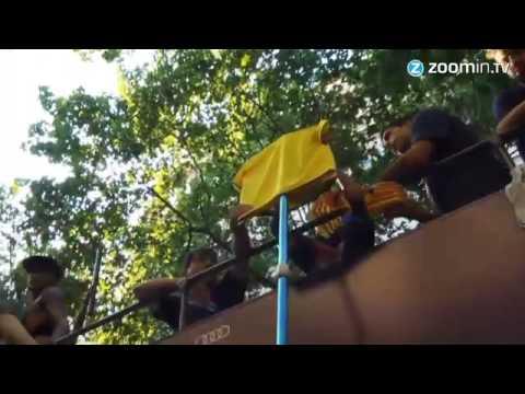 احتفالات لاعبي برشلونة مع الجماهير