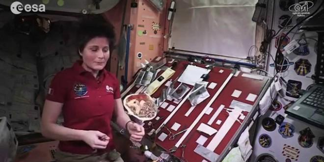 فيديو…تحضير وجبة طعام في الفضاء
