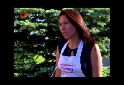 فيديو…روسيا تصنع أكبر مجسم هليكوبتر في العالم من نقانق لحوم الخيل