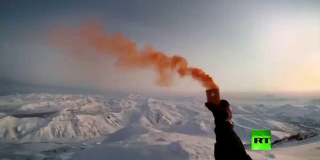 فيديو..متزلج يقفز على رأس بركان