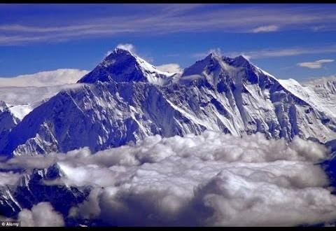 جبل إيفرست يتحرك من مكانه بسبب زلزال