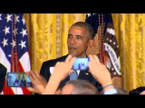أوباما يطرد رجل قاطعه عدة مرات خلال إلقاء كلمته