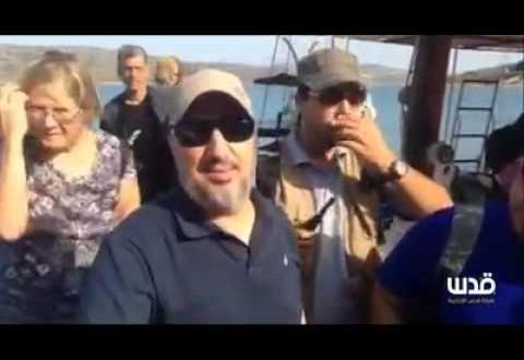 أبوزيد الإدريسي يتحدث من على إحدى السفن  المشاركة في أسطول الحرية