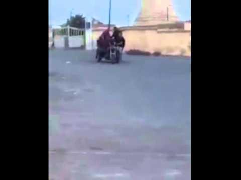 مغاربة والضحك الباسل