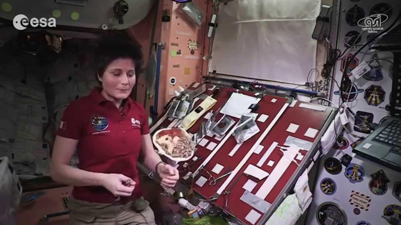 فيديو...تحضير وجبة طعام في الفضاء