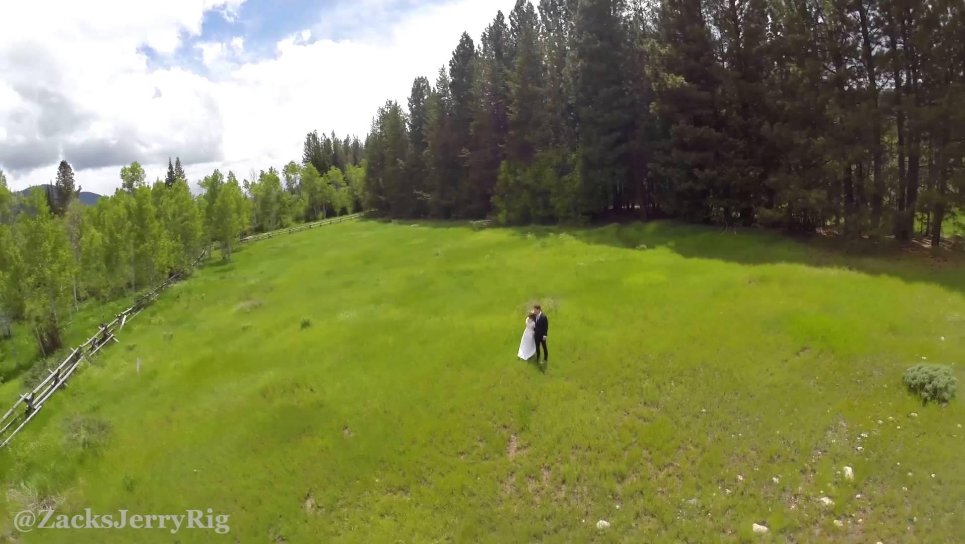 زوجان يستخدمان طائرة مُسيّرة لتصوير زفافهما