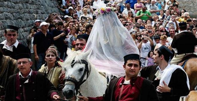 بالصور.. أغرب 10 طقوس للزواج حول العالم