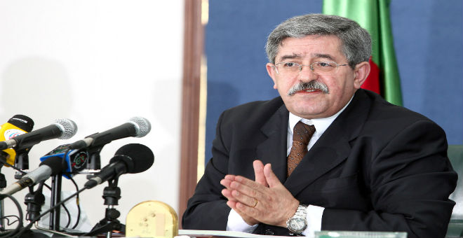 أويحيى يطالب بتحسيس الجزائريين بتداعيات الأزمة الاقتصادية