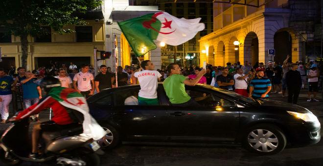 1.6 مليار دولار قيمة تحويلات الجزائريين بأوروبا في 2014