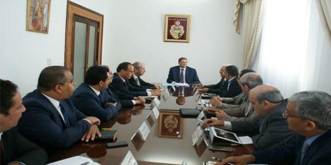 رئيس الحكومة التونسية في اجتماع سابق مع أحزاب التحالف الحكومي