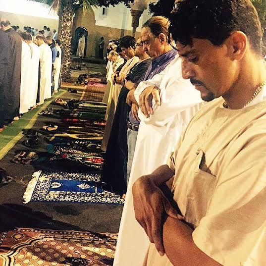 بالصور..سعيد التغماوي يشارك جمهوره صلاة التراويح