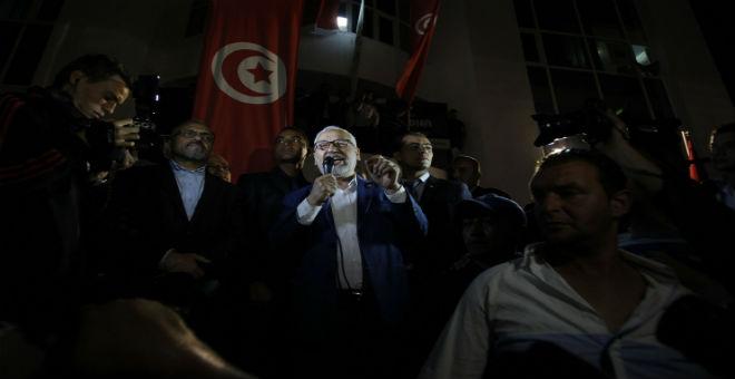 الغنوشي يدعو التونسيين للالتفاف حول الجيش