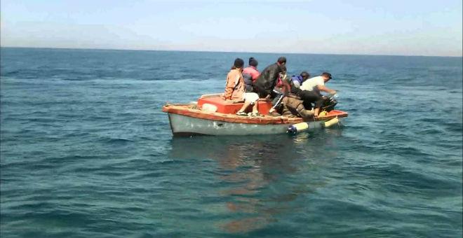 الجزائر: إنقاذ 16 مهاجرا سريا قبالة شواطئ عنابة
