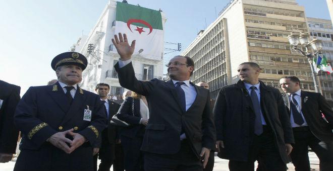 هولاند في زيارة مكوكية إلى جزائر يزيد مستقبلها السياسي غموضا