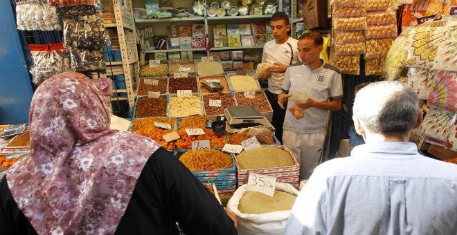 رمضان في الجزائر..نفقات إضافية وأزمة اقتصادية