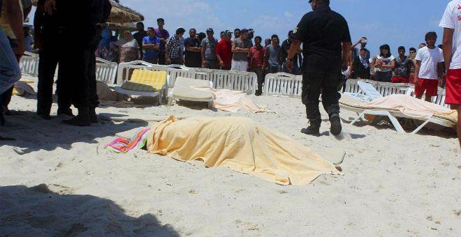 الجزائر لا تنوي تحذير مواطنيها من السفر إلى تونس