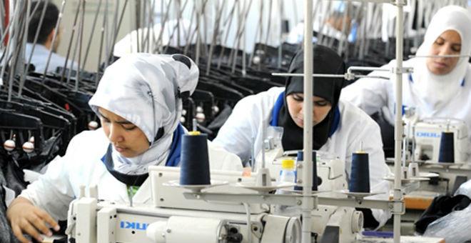 عمال شركات النسيج بالبيضاء يحتجون ضد قرارات الطرد والإغلاق