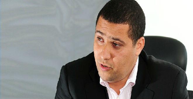 باسم يوسف ينشر صورة تجمعه بكريم التركي!