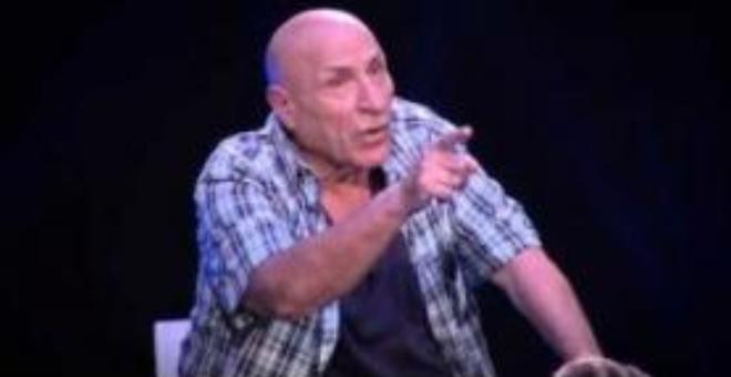 بالفيديو.. روائي جزائري يعلن كفره  على الهواء