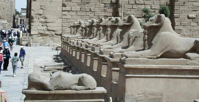 عاجل..قوات الأمن المصرية تتصدى لمحاولة هجوم على معبد الكرنك