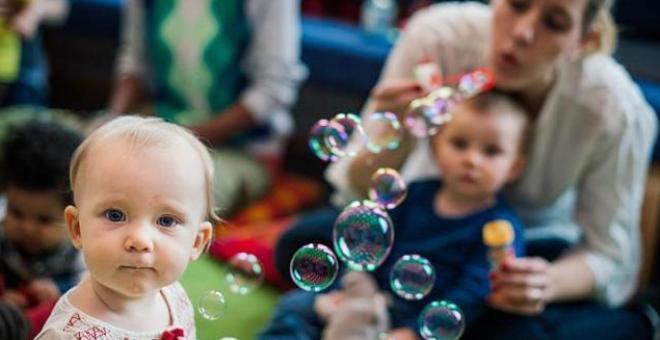 أبناء وبنات الأمهات العاملات ينتظرهم مستقبل أفضل