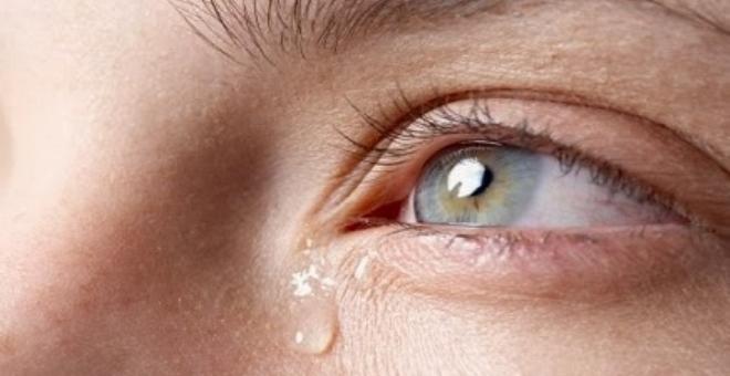 دراسة: الرجال يبكون عند الفرح أكثر من النساء