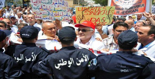 اعتصام أطباء يتطور إلى مواجهة مع الشرطة بالجزائر