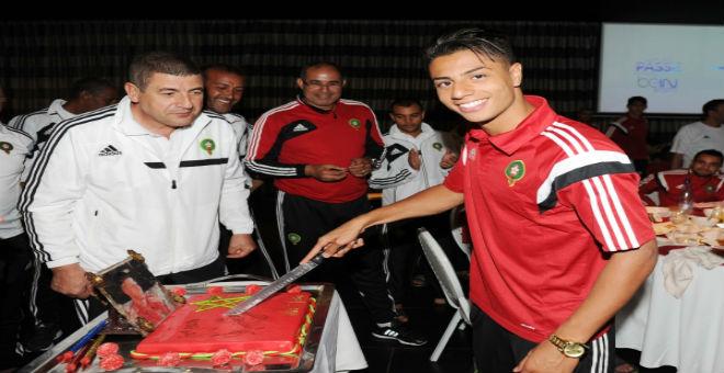 لاعبو المنتخب يحتفلون بعيد ميلاد مستور